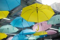 Ζωηρόχρωμο υπόβαθρο ομπρελών στοκ φωτογραφία