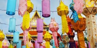 Ζωηρόχρωμο φανάρι κατά τη διάρκεια του φεστιβάλ Loy krathong CHIANG MAI, ΤΑΪΛΆΝΔΗ Στοκ Φωτογραφίες