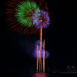Ζωηρόχρωμο φεστιβάλ πυροτεχνημάτων στον εορτασμό Στοκ Φωτογραφία