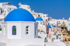 Ζωηρόχρωμο χωριό Oia, Santorini Στοκ Εικόνες
