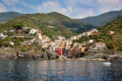 Ζωηρόχρωμο χωριό Riomaggiore στο ιταλικό Cinque Terre Στοκ Εικόνα
