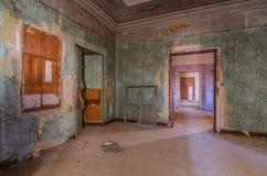 ζωηρόχρωμο δωμάτιο από το εγκαταλειμμένο κάστρο στοκ φωτογραφίες