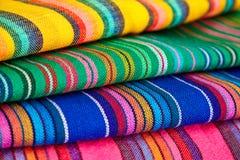 ζωηρόχρωμο ύφασμα μεξικανό& Στοκ Φωτογραφία