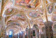 Ζωηρόχρωμο Crypt στο Duomo του Σαλέρνο, Campania, Ιταλία Στοκ φωτογραφία με δικαίωμα ελεύθερης χρήσης