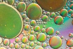 Ζωηρό πράσινο trippy αφηρημένο υπόβαθρο επίδρασης ουράνιων τόξων στοκ φωτογραφία