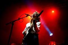 Ζωντανή απόδοση ζωνών της Anna Calvi στο φεστιβάλ Bime Στοκ εικόνα με δικαίωμα ελεύθερης χρήσης