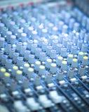 Ζωντανή μουσική Deejay που αναμιγνύει το γραφείο Στοκ φωτογραφίες με δικαίωμα ελεύθερης χρήσης
