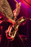 Ζωντανή συναυλία φορέων Saxophone στη σκηνή Στοκ φωτογραφία με δικαίωμα ελεύθερης χρήσης