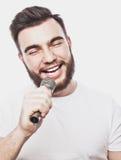 ζωντανός τραγουδιστής οργής μουσικής μικροφώνων ατόμων έννοιας Στοκ εικόνες με δικαίωμα ελεύθερης χρήσης