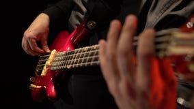 2011 ζωνών βαθιά του Ντουμπάι φεστιβάλ γκρίζα εκτέλεση macy τζαζ κιθάρων διεθνής Fingering δάχτυλων ατόμων οι σειρές ο μουσικός κ απόθεμα βίντεο