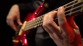 2011 ζωνών βαθιά του Ντουμπάι φεστιβάλ γκρίζα εκτέλεση macy τζαζ κιθάρων διεθνής Fingering δάχτυλων οι σειρές κλείστε επάνω Μαύρη απόθεμα βίντεο