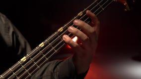2011 ζωνών βαθιά του Ντουμπάι φεστιβάλ γκρίζα εκτέλεση macy τζαζ κιθάρων διεθνής Fingering δάχτυλων οι σειρές κλείστε επάνω απόθεμα βίντεο