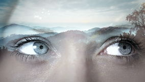 Ζωτικότητα των θηλυκών ματιών απόθεμα βίντεο