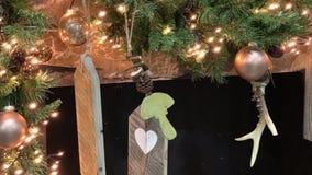 Ζωτικότητα φωτογραφιών Χριστουγέννων Ταλαντεμένος ξύλινο εξάρτημα απόθεμα βίντεο