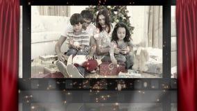 Ζωτικότητα δώρων θεάτρων και Χριστουγέννων familys ανοίγοντας απόθεμα βίντεο