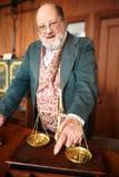 Ζύγισμα χρυσός στην τράπεζα Στοκ Εικόνα