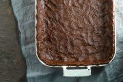 Ζύμη για την πίτα κολοκύθας στη μορφή σε μια πετσέτα Στοκ φωτογραφία με δικαίωμα ελεύθερης χρήσης