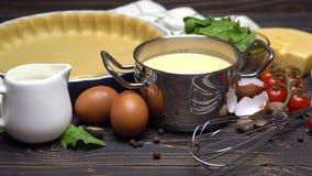 Ζύμη κουλουρακιών για το πίτα ψησίματος ξινό και συστατικά με μορφή ψησίματος απόθεμα βίντεο