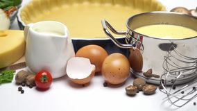 Ζύμη κουλουρακιών για το πίτα ψησίματος ξινό στη μορφή και τα συστατικά ψησίματος απόθεμα βίντεο