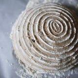 Ζύμη που αφαιρείται από ένα banneton Στοκ φωτογραφία με δικαίωμα ελεύθερης χρήσης