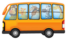 Ζώα και σχολικό λεωφορείο Στοκ Εικόνα