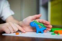 Ζώα παιδιών sculpts από τον άργιλο στοκ φωτογραφία με δικαίωμα ελεύθερης χρήσης
