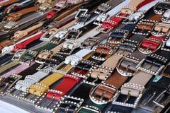 Ζώνες και παπούτσια δέρματος πολλών ατόμων για την πώληση στοκ φωτογραφίες με δικαίωμα ελεύθερης χρήσης