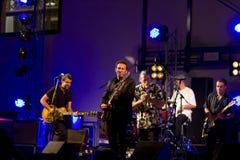 Ζώνη + κιθάρα Ray ζωντανό @ Valbondione μπλε Treves Στοκ εικόνες με δικαίωμα ελεύθερης χρήσης