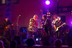 Ζώνη + κιθάρα Ray ζωντανό @ Valbondione μπλε Treves Στοκ φωτογραφίες με δικαίωμα ελεύθερης χρήσης
