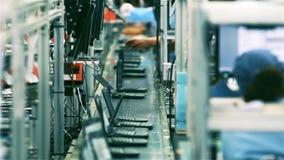 Ζώνη μεταφορέων σε ένα εργοστάσιο φορητών προσωπικών υπολογιστών φιλμ μικρού μήκους