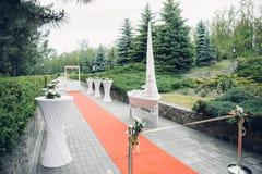 Ζώνη των γλυκών και της ψυχαγωγίας στη δεξίωση γάμου στη φύση Στοκ φωτογραφία με δικαίωμα ελεύθερης χρήσης