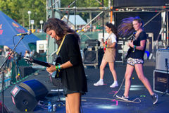 Ζώνη Hinds στη συναυλία στο φεστιβάλ Dcode Στοκ φωτογραφία με δικαίωμα ελεύθερης χρήσης