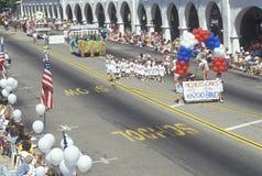 Ζώνη Kazoo που βαδίζει στην παρέλαση στις 4 Ιουλίου, Ojai, Καλιφόρνια στοκ φωτογραφία με δικαίωμα ελεύθερης χρήσης