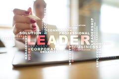 Ηγέτης Ηγεσία Teambuilding χρυσή ιδιοκτησία βασικών πλήκτρων επιχειρησιακής έννοιας που φθάνει στον ουρανό Σύννεφο λέξεων Στοκ Εικόνες