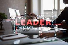 Ηγέτης Ηγεσία Teambuilding χρυσή ιδιοκτησία βασικών πλήκτρων επιχειρησιακής έννοιας που φθάνει στον ουρανό Σύννεφο λέξεων Στοκ Φωτογραφία