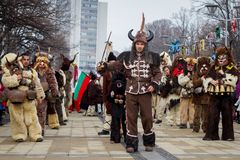 Ηγέτης κοστουμιών μίμων με προσωπείο ομάδας Surva Στοκ εικόνα με δικαίωμα ελεύθερης χρήσης