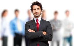 Ηγέτης μπροστά από μια ομάδα επιχειρηματιών Στοκ Εικόνες
