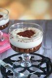 Ηδύποτο καφέ και επιδόρπιο κρέμας σοκολάτας στοκ φωτογραφία
