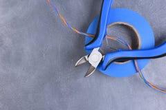 Ηλεκτρικά εργαλεία και συστατικό που χρησιμοποιούνται στις ηλεκτρικές εγκαταστάσεις Στοκ Φωτογραφίες