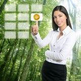 Ηλεκτρικά κατανάλωση Bitcoin και δάσος οικολογίας στοκ εικόνες με δικαίωμα ελεύθερης χρήσης