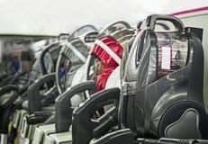 Ηλεκτρικές σκούπες που πωλούνται στο κατάστημα Στοκ φωτογραφία με δικαίωμα ελεύθερης χρήσης