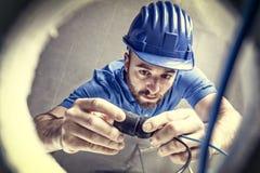 ηλεκτρική ενέργεια ηλεκτρολόγων που μετρά την εργασία Στοκ εικόνα με δικαίωμα ελεύθερης χρήσης