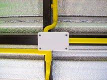 Ηλεκτρική καλωδίωση στον κίτρινο σωλήνα στοκ φωτογραφίες