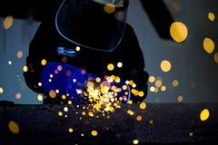 Ηλεκτρική λείανση ροδών στη δομή χάλυβα Στοκ Φωτογραφίες