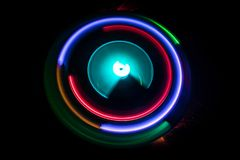 ηλεκτρική μουσική απεικόνισης κιθάρων έννοιας Καμμένος βινύλιο Freezelight στο σκοτεινό βινύλιο παιχνιδιού υποβάθρου ή περιστροφι Στοκ Φωτογραφίες