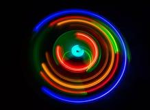 ηλεκτρική μουσική απεικόνισης κιθάρων έννοιας Καμμένος βινύλιο Freezelight στο σκοτεινό βινύλιο παιχνιδιού υποβάθρου ή περιστροφι Στοκ φωτογραφίες με δικαίωμα ελεύθερης χρήσης