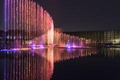 Ηλεκτρική πηγή μουσική, okada, Μανίλα, νύχτα, που φωτίζεται Στοκ Εικόνα