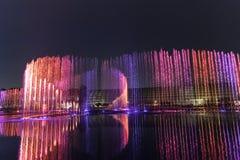 Ηλεκτρική πηγή μουσική, okada, Μανίλα, νύχτα, που φωτίζεται Στοκ φωτογραφίες με δικαίωμα ελεύθερης χρήσης