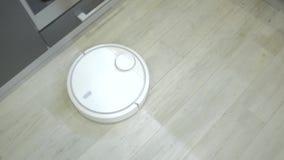Ηλεκτρική σκούπα ρομπότ απόθεμα βίντεο