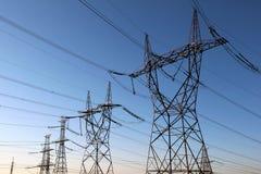 ηλεκτρική υψηλή τάση πύργων Στοκ Φωτογραφίες
